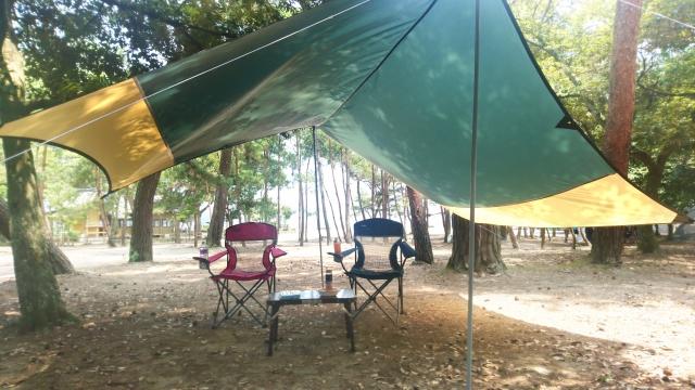 ファミリーキャンプでのタープ
