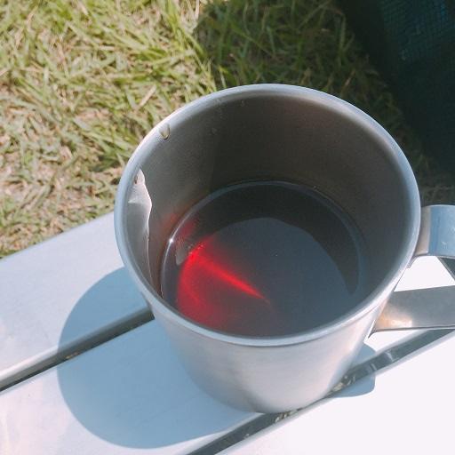マグカップでコーヒー