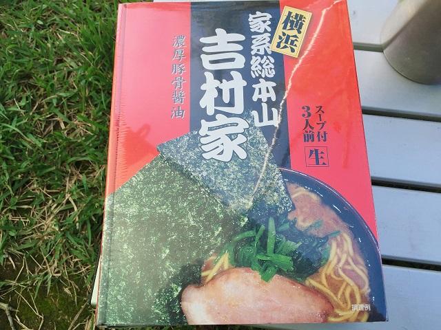 キャンプで次郎系ラーメン (1)