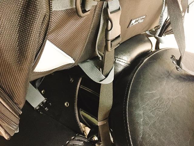 キャンピングシートバッグ2取り付け (4)