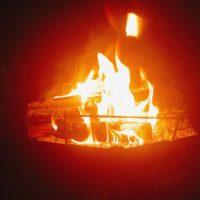 キャンプで焚き火やバーベキューをする焚き火台で使いやすいのは?