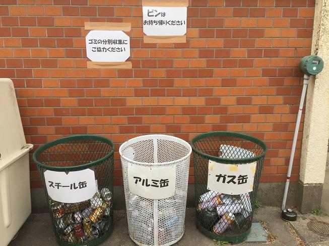 キャンプ場のゴミ捨て場