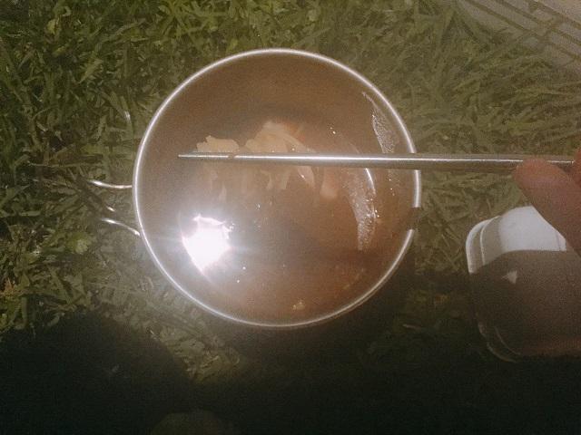 キャンプで次郎系ラーメン (32)
