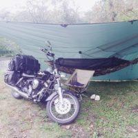 バイクのキャンプでハンモック泊をする時の装備と3つの注意点!