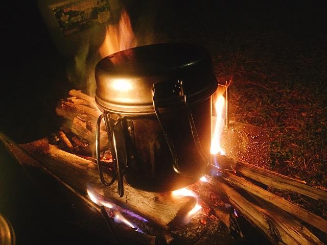 焚き火とアルミクッカー