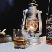 キャンプに拘りのスキットルでウィスキーを呑みたい!素材による違いは?