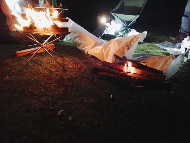 秋冬キャンプの焚き火