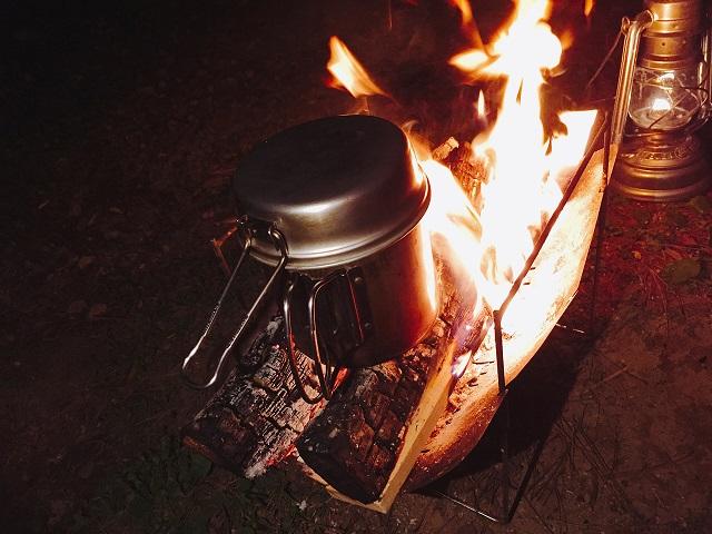 焚き火で調理