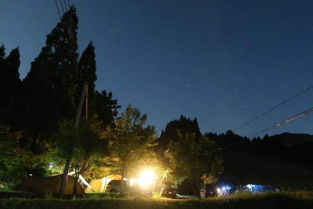 夜の冬のキャンプ1