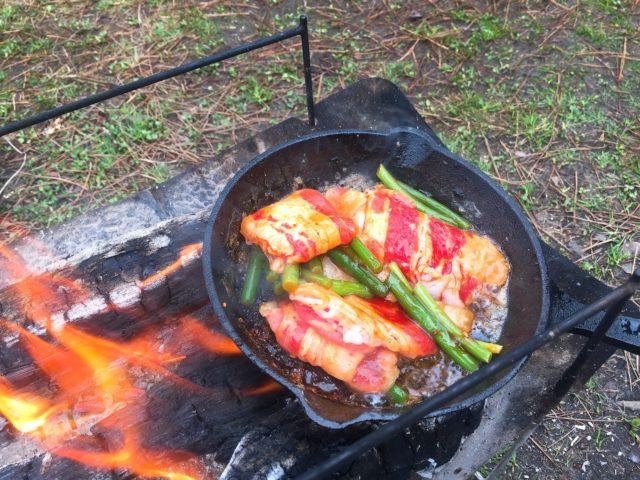 キャンプで焚き火料理 (5)