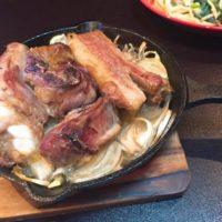 スキレットで簡単に出来る肉料理!オーブンを使ったスペアリブグリル!