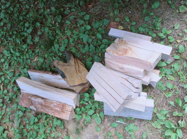 針葉樹と広葉樹の薪