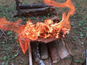 レンコンテントで無骨キャンプで焚き火