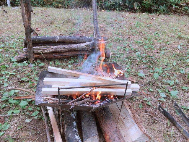 レンコンテントで無骨な焚き火を堪能