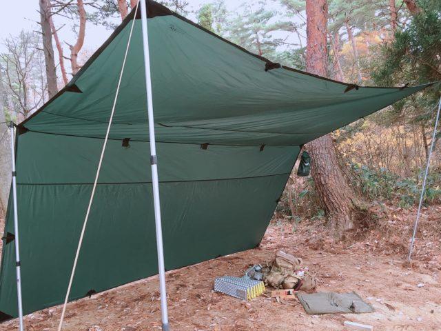 DDタープで雨キャンプで設営