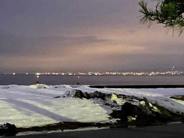 初の雪中キャンプの夜景
