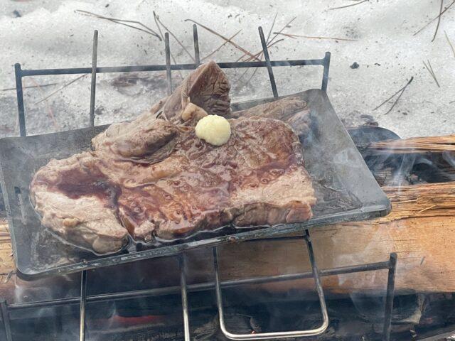 ヒロシ鉄板で焼いたステーキ!