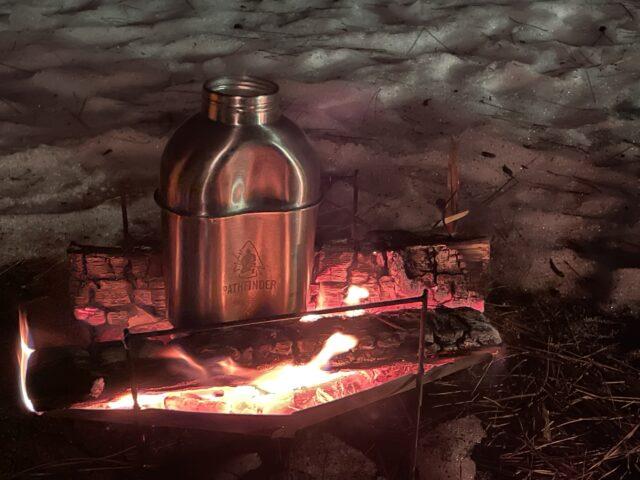 初の雪中キャンプで湯たんぽ