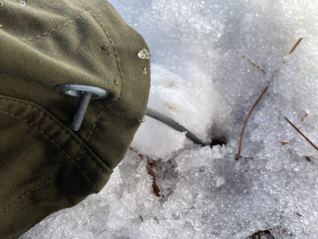 雪上でペグダウン (1)