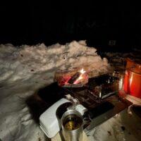 真冬のキャンプで寝袋内が冷たい!特に足元が寒い時の簡単な寒さ対策は?